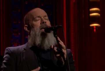 Veja Michael Stipe cantando The Man Who Sold The World